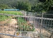 유해야생동물 피해방지를 위한 철망 설치 장면.jpg